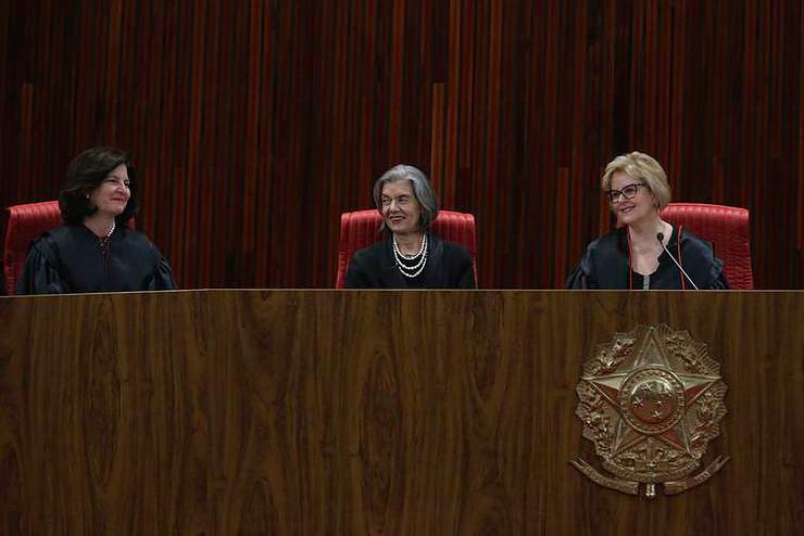 MULHERES JUDICIARIO POZZEBOM